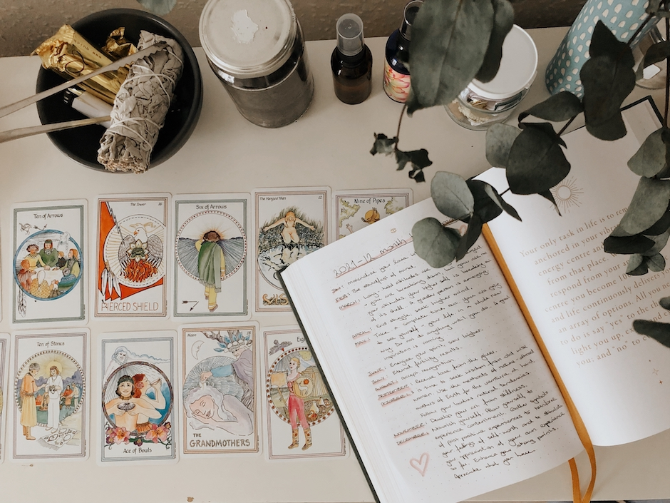 a simple guide to tarot for beginners with Vienda Maria