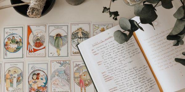 a simple guide to tarot for beginners